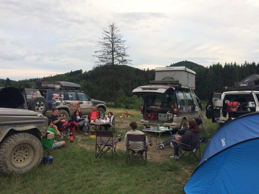ekipa na campingu